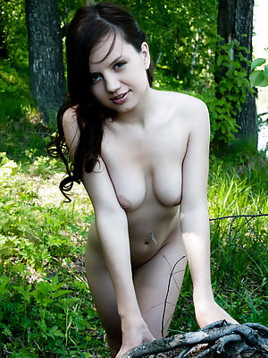 Showy Beauty  Amira  Brunettes, Natural